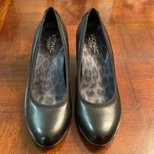 Comfy Vionic Shoes 7.5